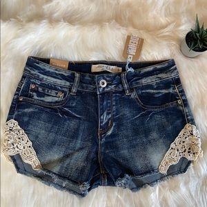 NWT Ladies Ardene crochet lace jean shorts